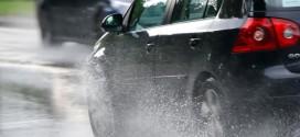 Conducir en invierno: Los riesgos de una carretera mojada por las lluvias